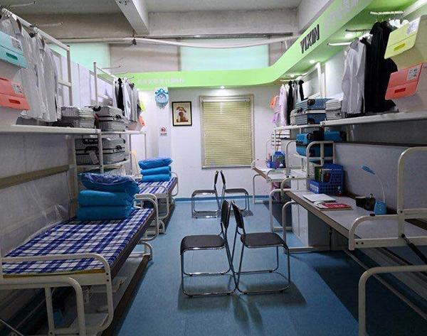 单层公寓床